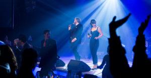 Showbøcks Syngende Servitører
